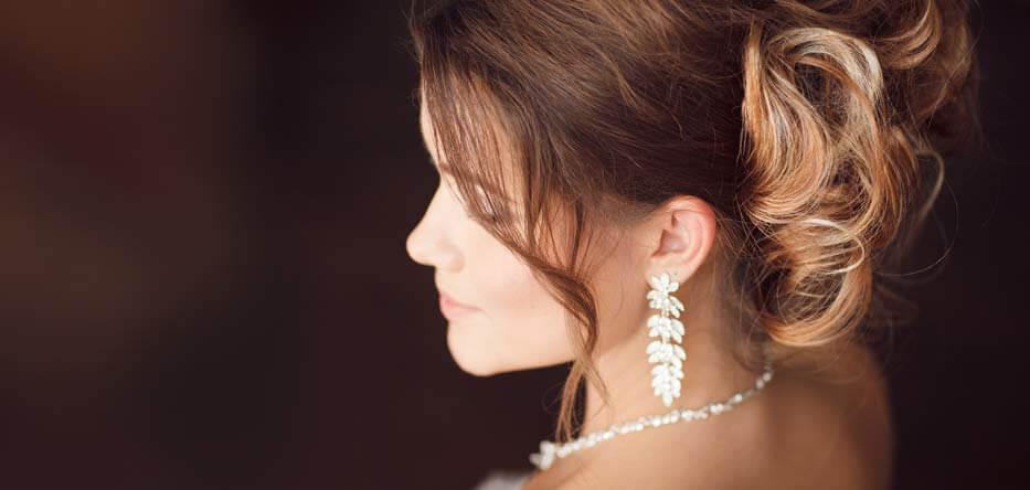 Bride with diamond jewelry